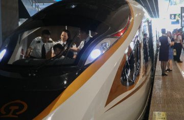 Chinas new high-speed train debuts on Beijing-Shanghai route