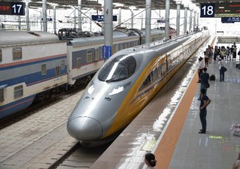 China puts nearly 2,600 high-speed trains into operation by 2016