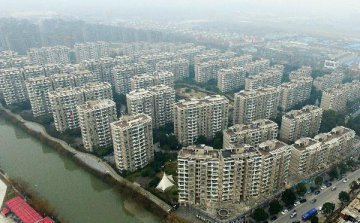 Debt-ridden Chinese real estate firms turn to overseas financing