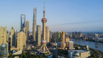 China strengthens financial oversight to contain risks