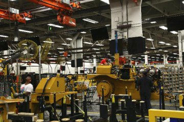 Chinas machinery sector improves despite challenges