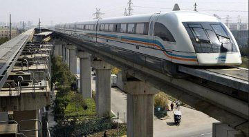 New Chinese maglev train completes pilot run