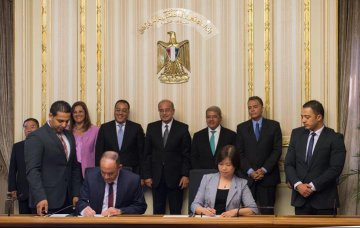 Egypt, China ink deal to build fast tram around Cairo