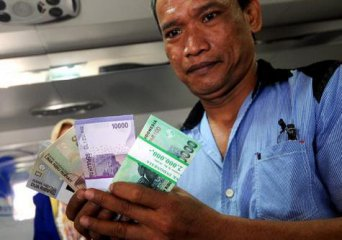 Indonesian central bank cuts rate to spur growth