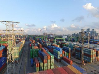 Shanghai submits free trade port construction plan