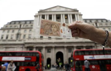 Bank of England holds bank rate at 0.5 pct