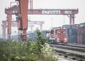 Wuhan reports 375 trips of China-Europe freight trains in 2017