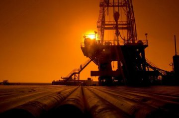 U.S. crude oil inventories fall further: report