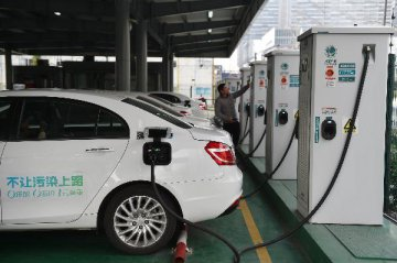 Chinas new energy vehicle market continues sharp expansion in 2017