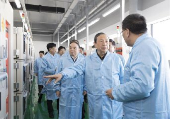 Chinese Vice Premier stresses manufacturing innovation