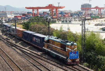 China-Europe freight train service boosts trade ties: official
