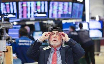  U.S. Treasury Secretary plays down concerns over stock market plunge