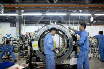 Chinas producer price up 4.3 pct in January