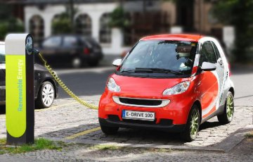 State Grid official predicts 60-pct rise in EV sales in China in 2018