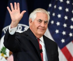 Trump replaces Tillerson with CIA chief