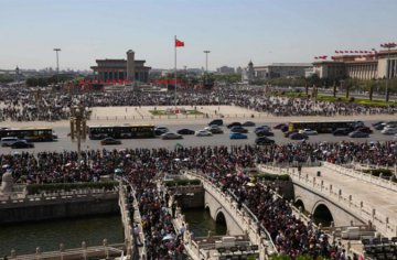 China sees tourism boom during May Day holiday