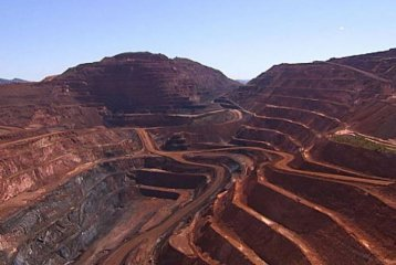 ​China opens iron ore futures to foreign investors