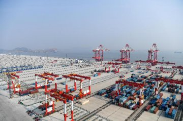 Chinas foreign trade to improve in 2018: report