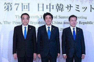 "China, Japan, South Korea say resounding ""no"" to protectionism"