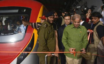 Pakistan tests 1st metro train in Lahore under CPEC