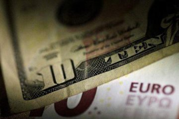 ​Dollar loses steam on Fed minutes, Trumps tariff warning; euro pressured