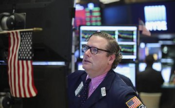 ​U.S. stocks close lower amid Italy uncertainty, bank sector losses
