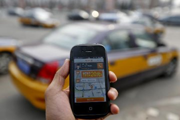 China tightens supervision on ride-hailing services