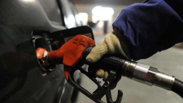 ​China cuts retail fuel prices