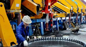 China's manufacturing PMI stays above 51 pct. for 5 months