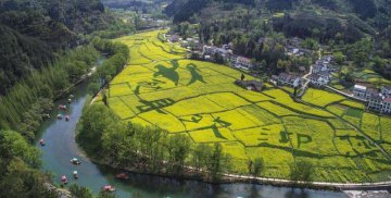 Chinese tourists explore rural tourism