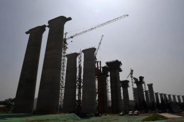​China sees tepid growth in consumption, infrastructure