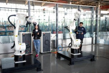​China's robotic industry grows to USD 7 billion in 2017