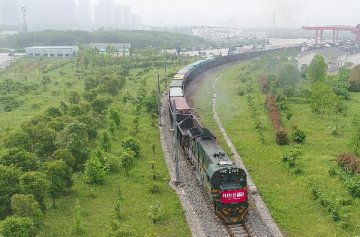 Chinas rail freight volume grows at faster pace