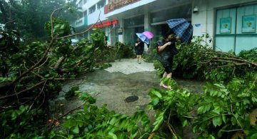 ​Super Typhoon Mangkhut lands on south China coast