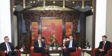 China to promote higher level of opening up: Premier Li