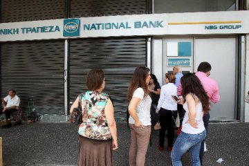 Greek banks expand efforts to reduce bad loans