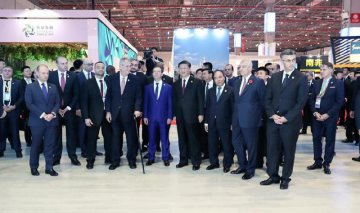 Xi, foreign leaders tour CIIE exhibition hall