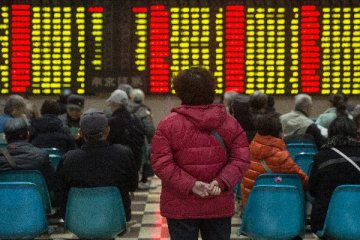 Chinese shares open lower Tuesday,Hong Kong stocks open higher