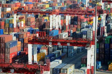 Chinas imports surge 26.3 pct, exports rise 20.1 pct in Oct.