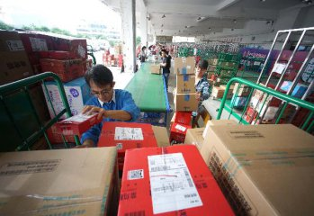 Chinas online shopping binge predicts to smash over 30 bln USD