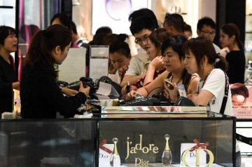 Chinas resort island further relaxes duty-free shopping restrictions
