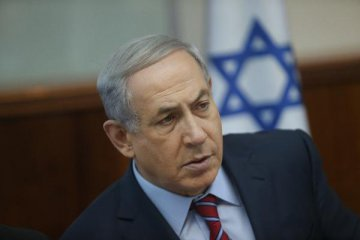 Israels  police recommend charging PM with bribery
