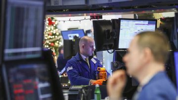 U.S. stocks close sharply lower amid soft data