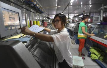 Chinas private companies, self-employed households flourish in past 40 yrs