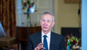 Chinese vice premier calls U.S. officials on trade issues