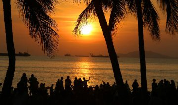 Hainan to accelerate tourism towns construction and foreign investment