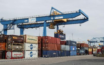 Chinas imports to surpass 2 trln USD in 2018: official