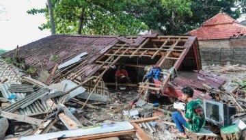 Death toll from Indonesia tsunami climbs to 373 as rescue efforts continue