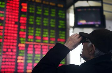 China's stock drop this year reduces bubble worries, PBOC official says