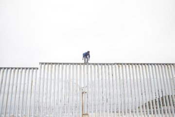 Trump sticks to 5-bln-USD border wall funding